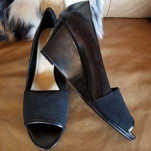 Ellen Tracy black leather & scuba cloth wedges, 9m
